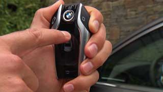 BMW 7 Series - Điều khiển đậu xe từ xa