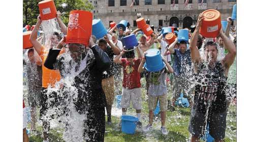 Russia kindergarten improves kids' health with 'cold bucket challenge' - 'Đổ nước đá lên đầu' để cải thiện sức khỏe cho trẻ