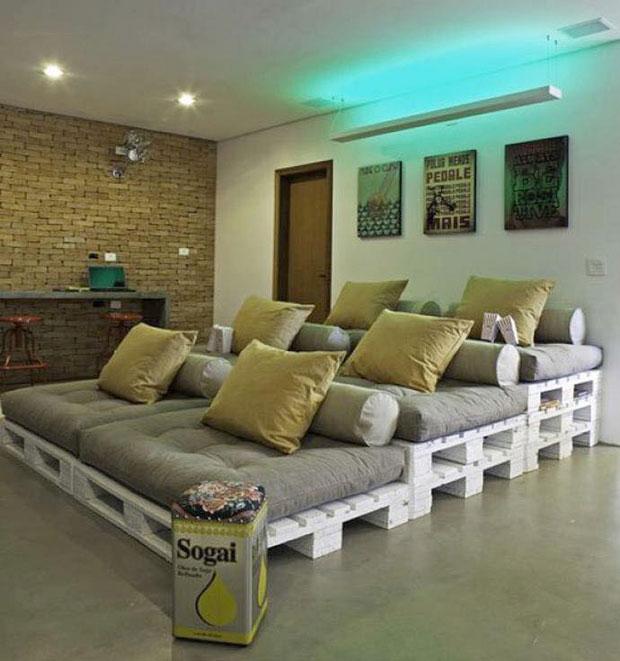Rạp chiếu phim Mini trong nhà bằng pallet gỗ