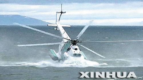 Máy bay trực thăng đâm sầm xuống biển - Special helicopter went into water