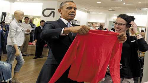 Tổng thống Obama mua chiếc áo Gap tặng vợ con - Obama goes shopping at Gap for Michelle, kids