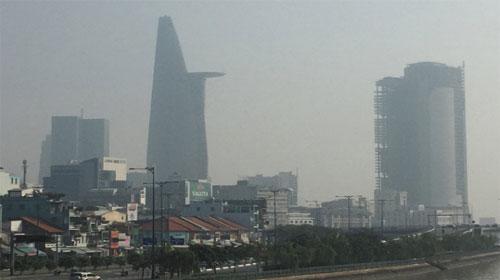 Sương mờ quang hóa ở Sài Gòn làm dấy lên các vấn đề sức khỏe - Smoggy Saigon raises health concerns