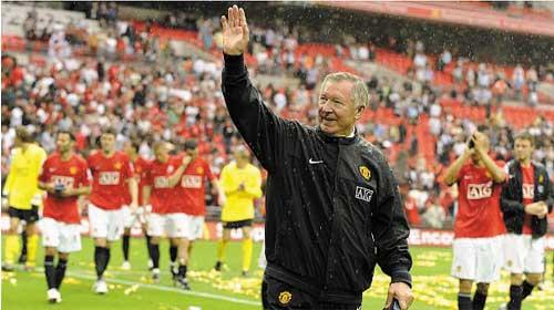 Fan hâm mộ đội tuyển Manchester gọi điển khấn đến 999 yêu cầu được nói chuyện với Sir Alex Ferguson - Manchester United fan calls 999 asking for Sir Alex Ferguson