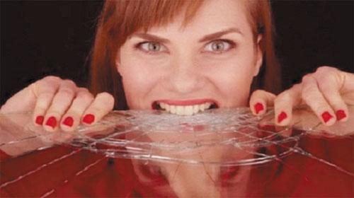 Khi con người ăn thủy tinh - When People Eat Glass