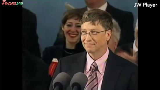 Bill Gates phát biểu tại Đại học Harvard